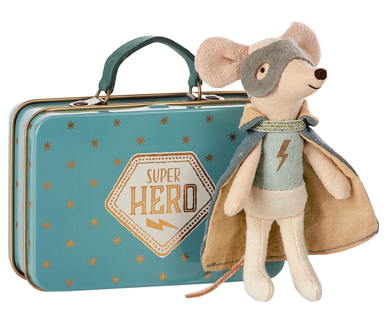 Kuffert med SUPER HERO MUS fra MAILEG. kufferten er med navn NYHED ... 19c47cd261dea
